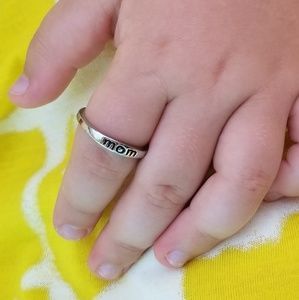 """🏷NWOT🏷 """"Mom"""" Silver Zinc Mother Trendy Band Ring"""